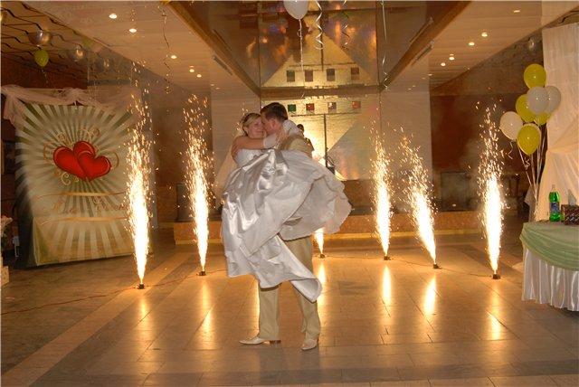 Фейерверк на свадьбу - огненная дорожка